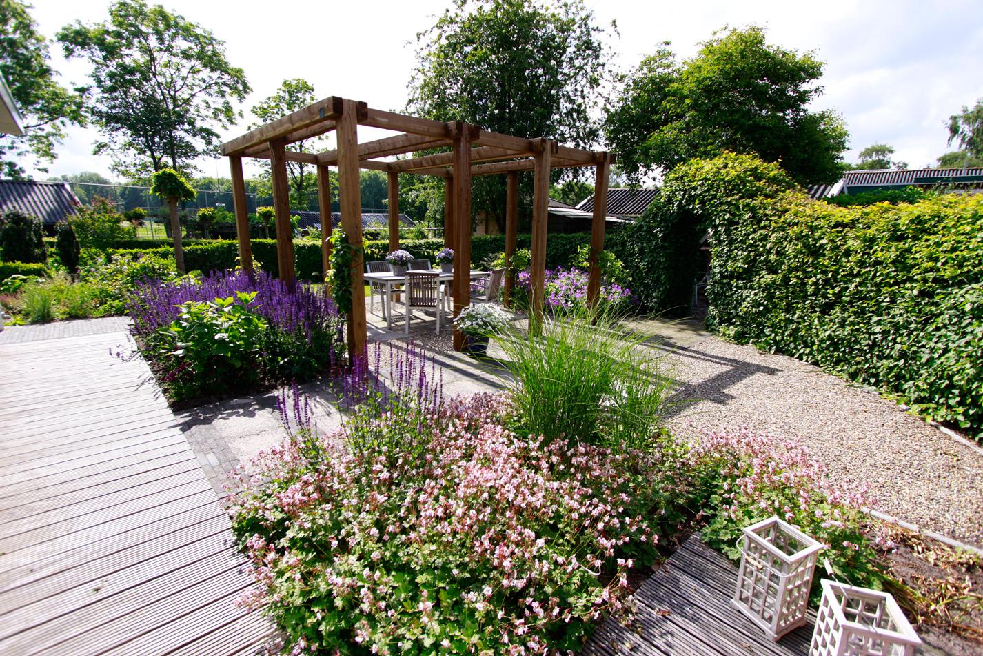 Voorbeelden paden en terrassen tuinfoto 39 s ter inspiratie - Terras en pergola ...